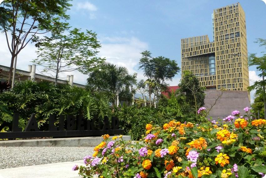Bâtiment vu depuis la plaza de la libertad de Medellín