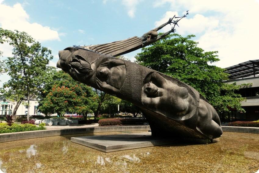 Sculpture Fuente de la vida de Medellín