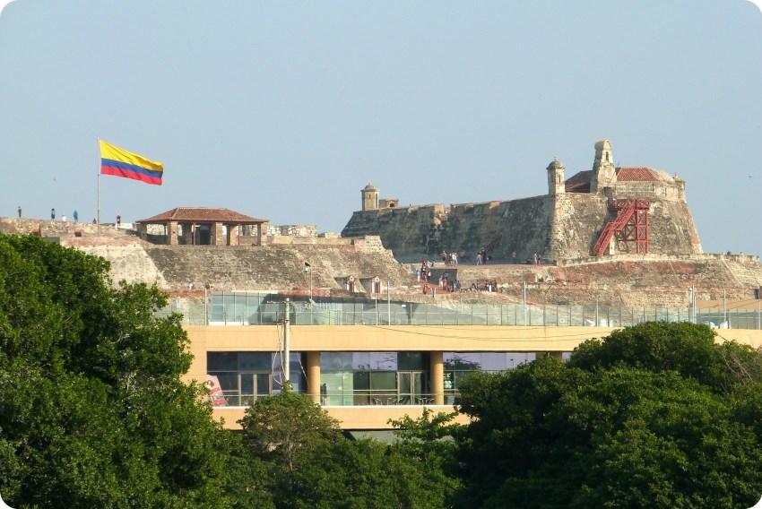 Vista del castillo San Felipe de Barajas desde el lugar de la estatua de la India Catalina en Cartagena