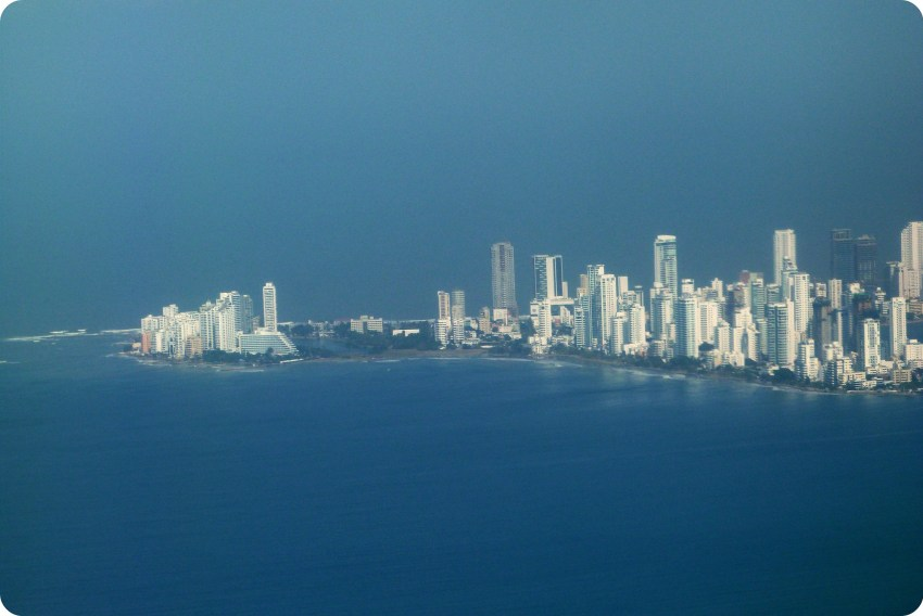 vista de la península de Cartagena desde la ventanilla del avión