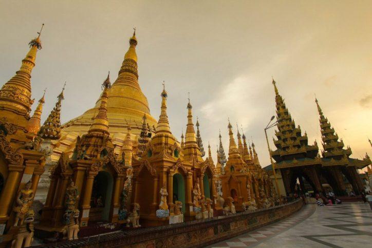 myanmar-Yangon's Shwedagon Pagoda-min