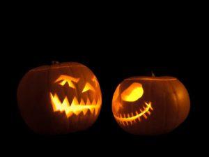 Jack-o'-lanterns facing each other