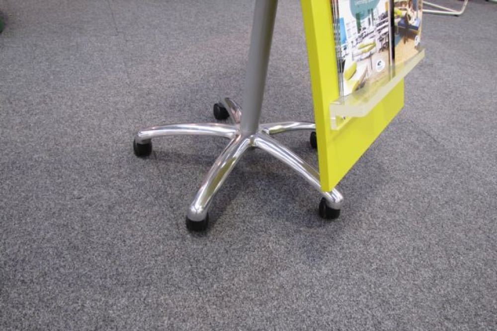Detail of WOW BROCHURE Display Stand's 5-star-base castor option.