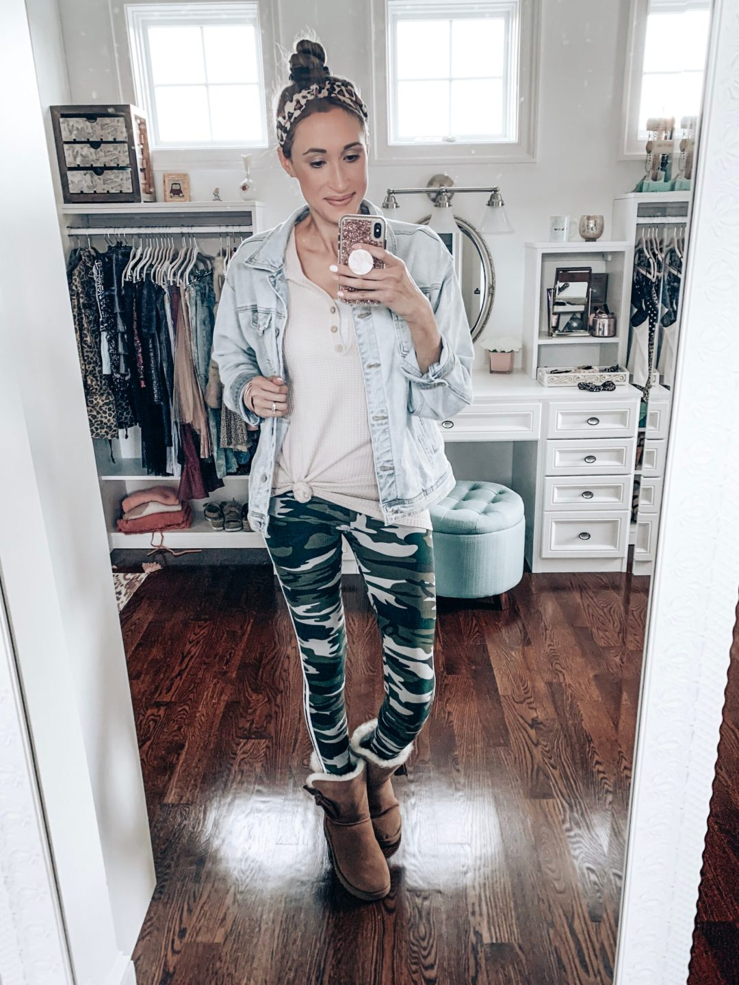 fall outfit with camo leggings and a denim jacket