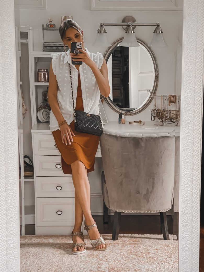 business casual spring and summer  outfit for women; how to style a button-down shirt