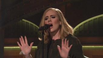 Adele-sings-Hello-on-SNL-Saturday-Night-Live-VIDEO.jpg