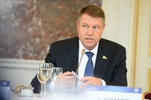800px-Klaus_Iohannis_at_EPP_Summit,_March_2015,_Brussels.jpg
