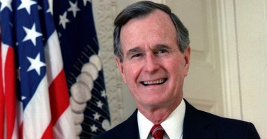 800px-George_H._W._Bush,_President_of_the_United_States,_1989_official_portrait2.jpg