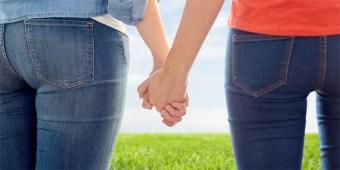 lesbians-holding-hands-700.jpg