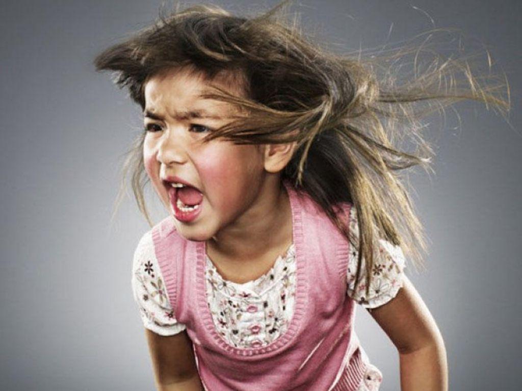 Gadis itu marah