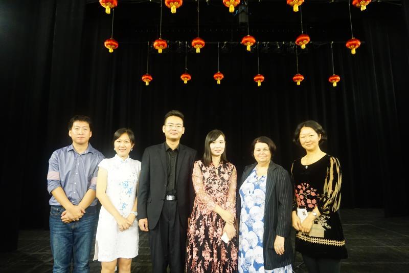 吉他演奏家陈曦、杜春阳演出结束后与拉罗谢尔孔子学院中法方院长及老师合影