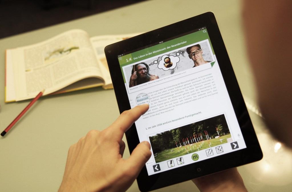 Digitale Schule; mBook; Steinzeit; Institut für digitales Lernen