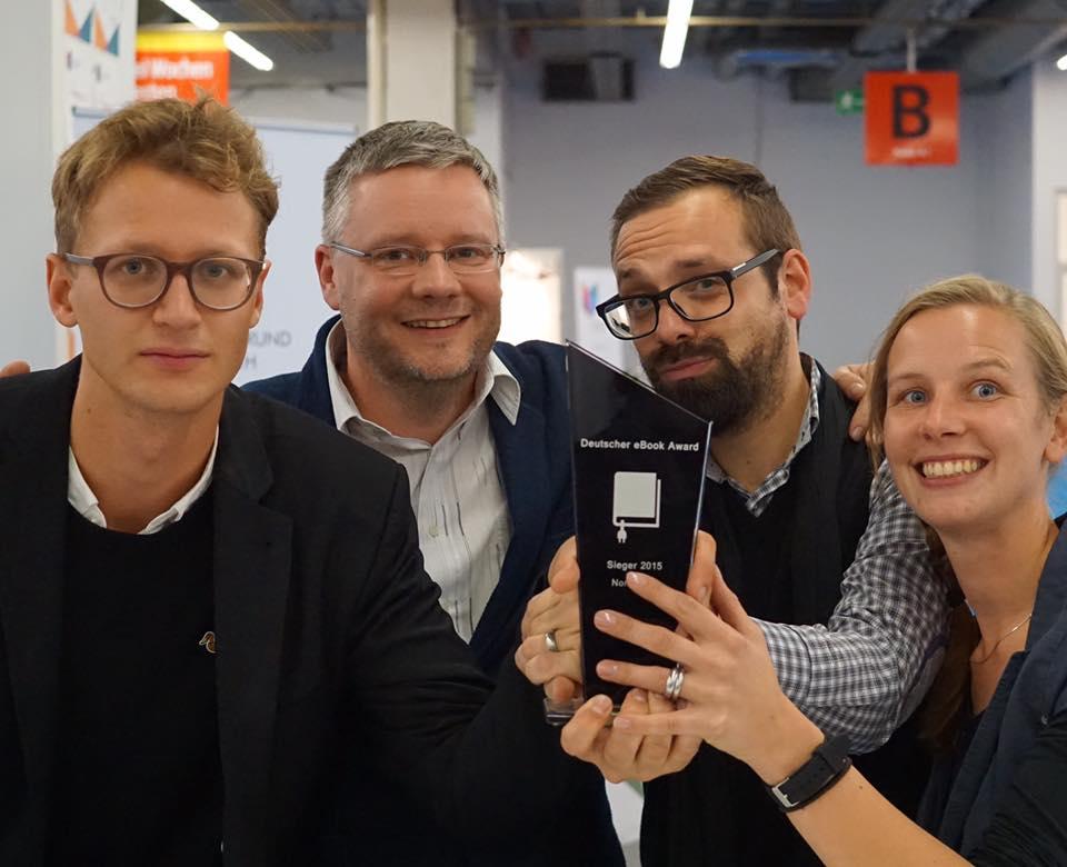 Das Team des Instituts für digitales Lernen freut sich über den Sieg des Deutschen eBook Awards 2015