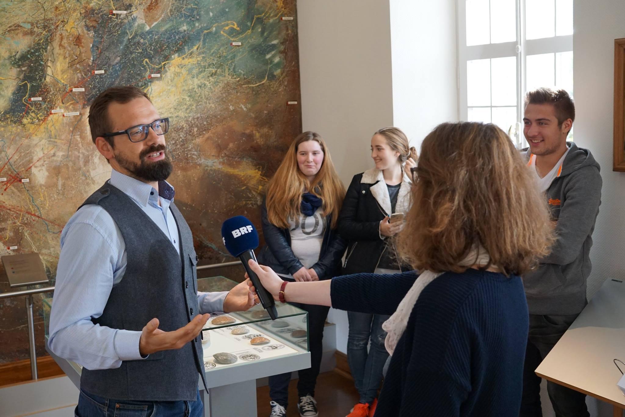 Florian Sochatzy vom Institut für digitales Lernen im Töpfereimuseum in Raeren