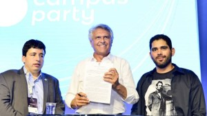 Governador assina marco regulatório da inovação na Campus Party Goiás