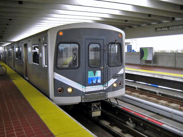 piso_podotactil_anden_estacion_metro