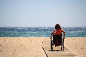 Acceso para usuarios de ruedas en playas accesibles.
