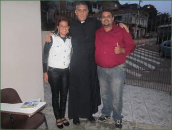 Padre Emilio Rossi, IVE junto a algunos fieles de la comunidad de Embura (Brasil)