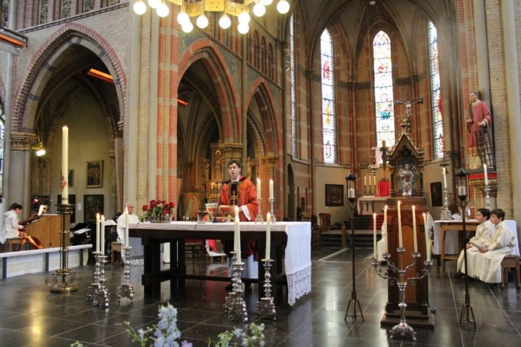 Institute of the incarnate word (ive) - Eucharist (12)