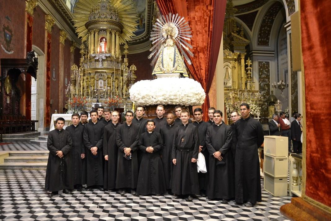 Peregrinage a Argentina por miembros del Instituto del Verbo Encarnado del Seminario en Italia