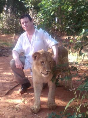 Colaborando en un Proyecto de Reintroducción de Leones en Áreas Protegidas, en el País Tokaleya , África Central