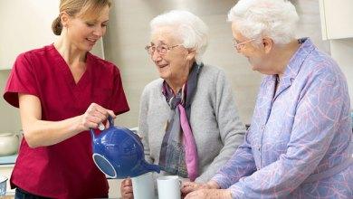 A opção por cuidadores profissionais