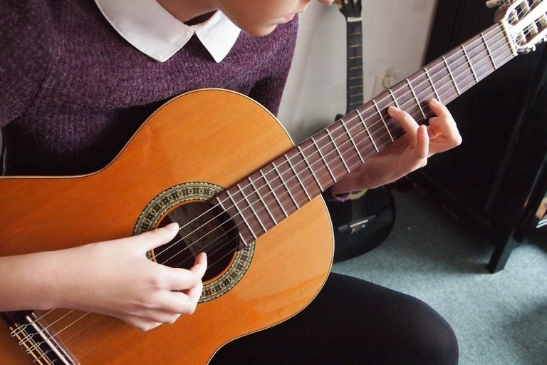 Best Way to Play The B Flat chord On Guitar 2021