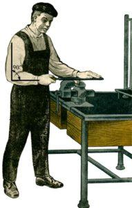Рабочий с напильником