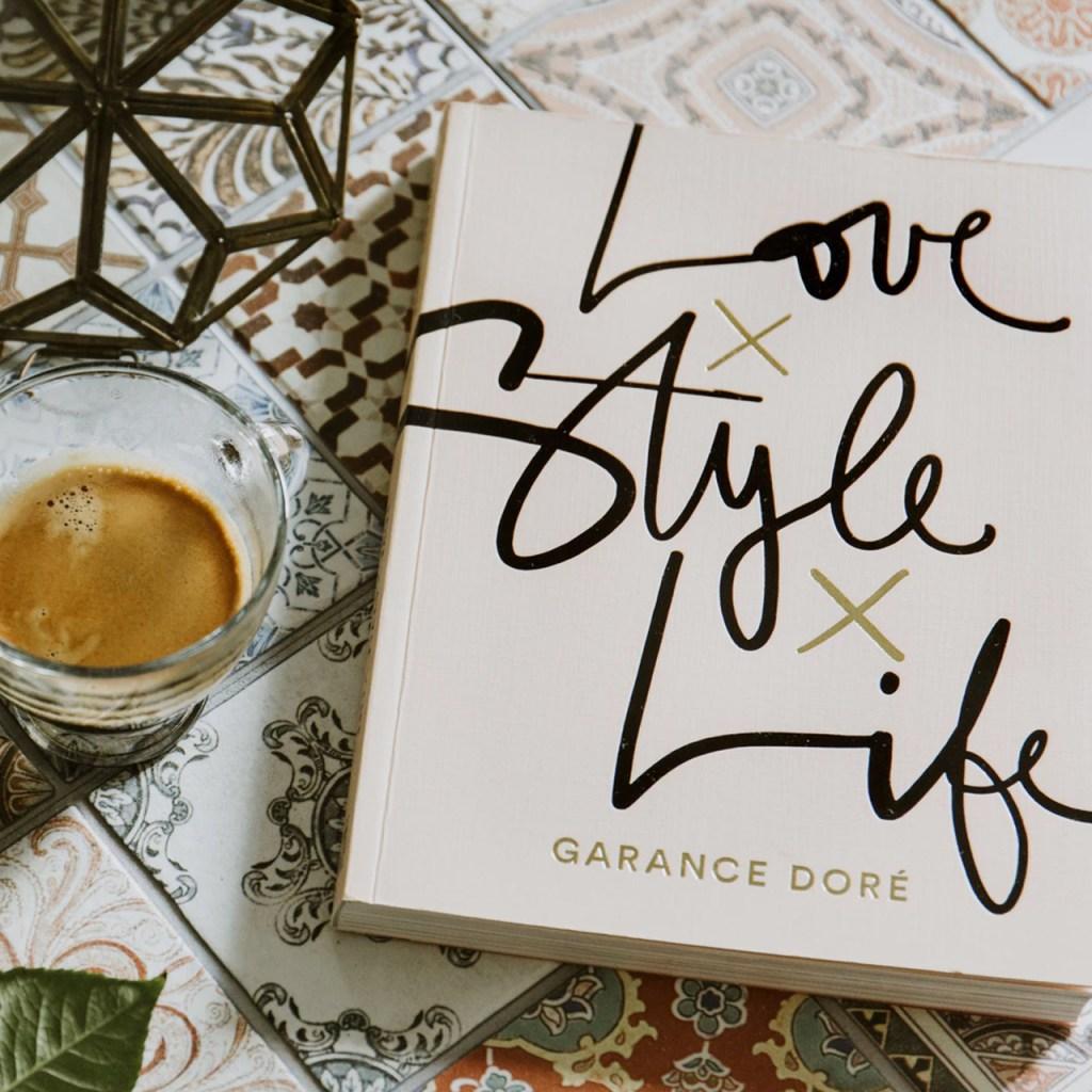 9 libros escritos por iconos de la moda que DEBERÍAS tener en tu colección