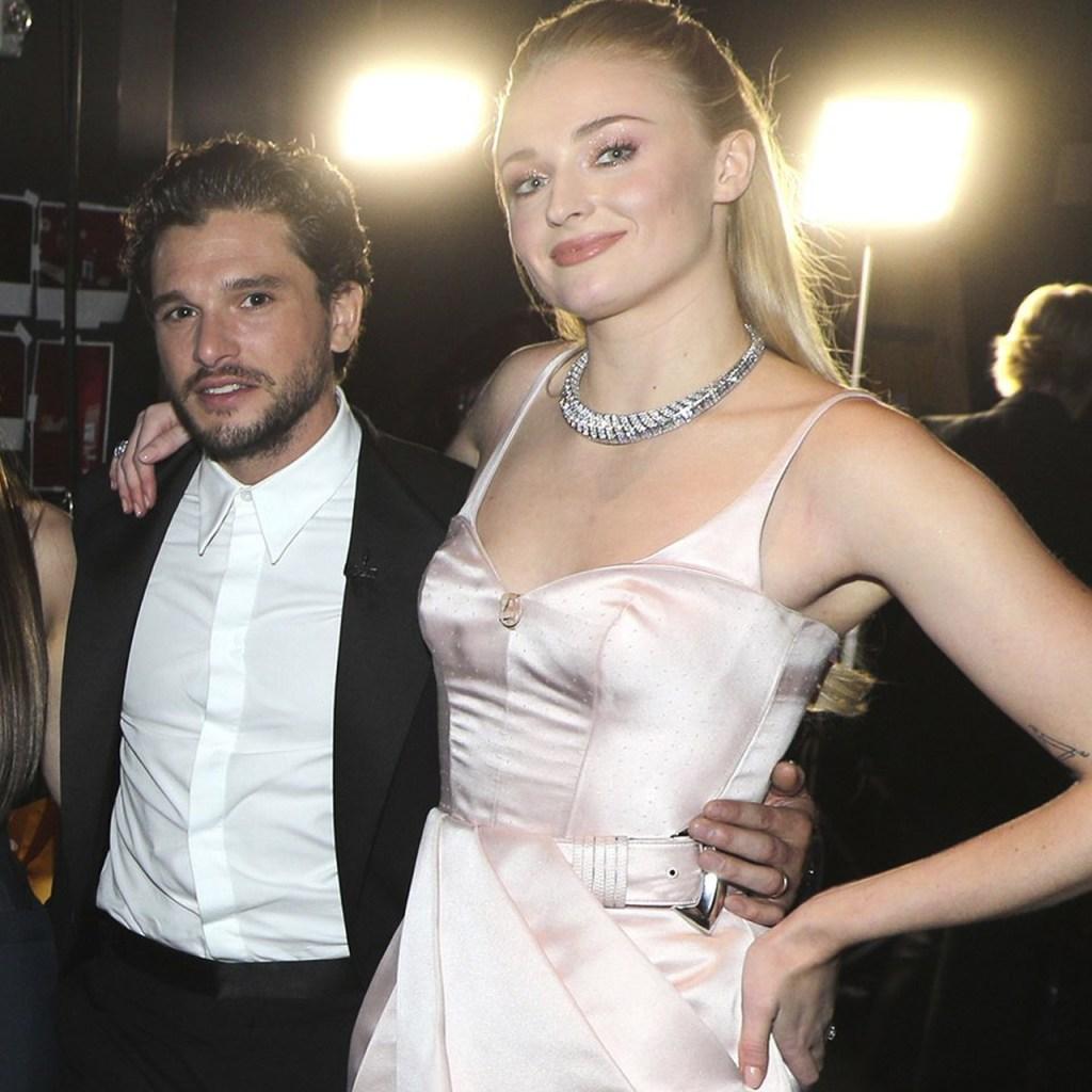 Sophie Turner y Kit Harington recrearon una escena de GoT en los Emmy
