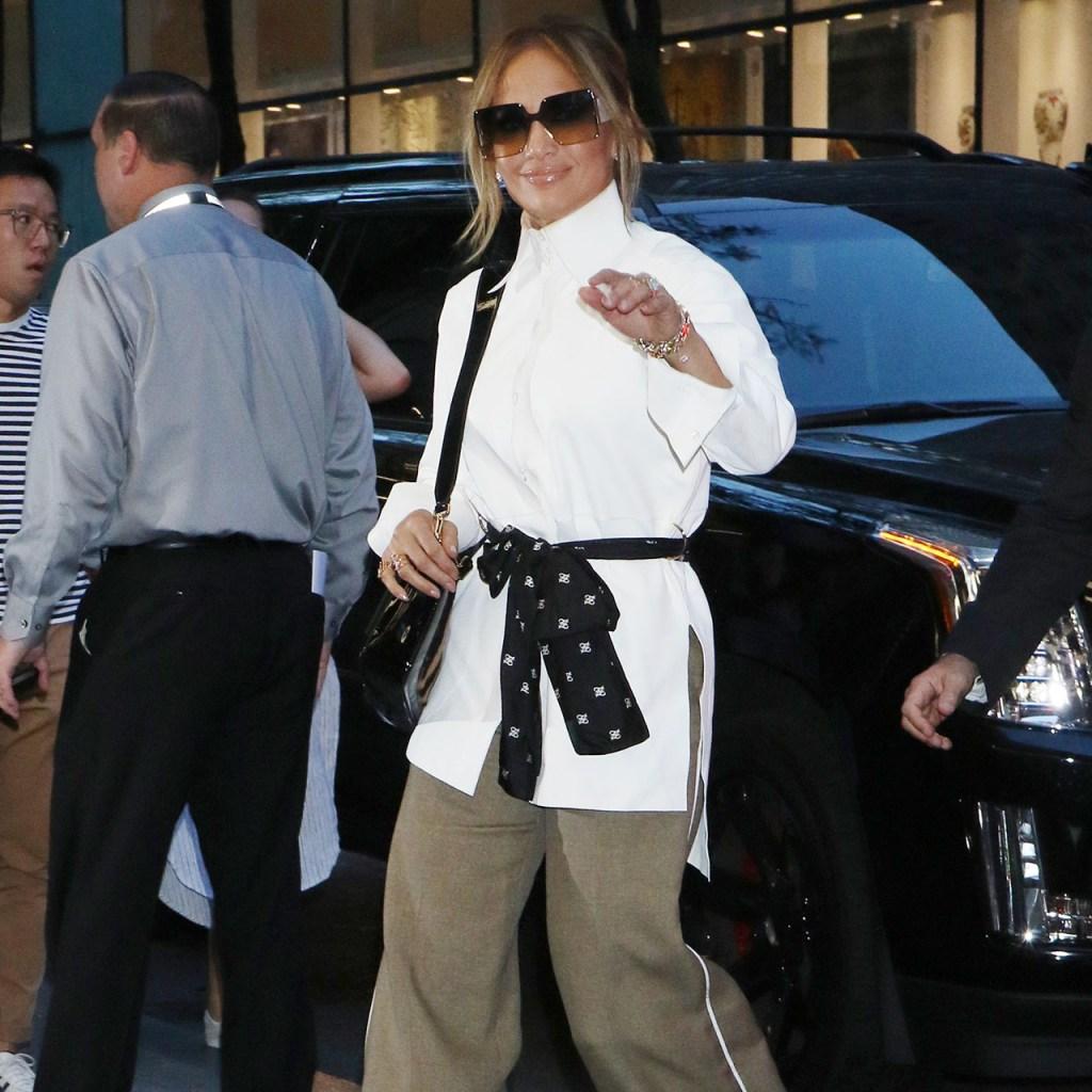 Jennifer Lopez acaba de cambiar su 'long bob' rubio por este look