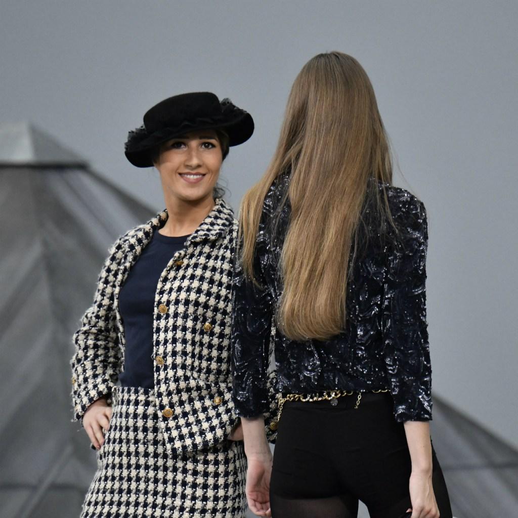 """La intrusa del desfile de Chanel llamó a sus acciones un """"homenaje"""""""