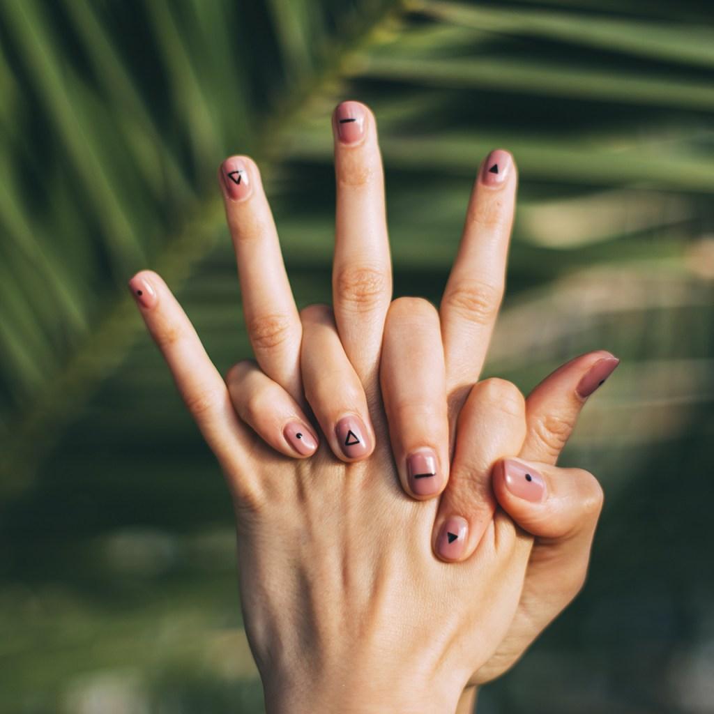 Los colores de barnices de uñas que necesitarás durante el invierno