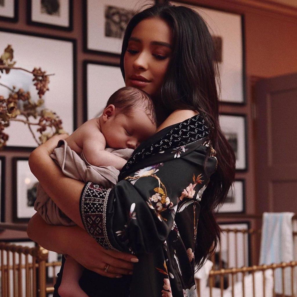 Shay Mitchell revela el nombre único de su bebé