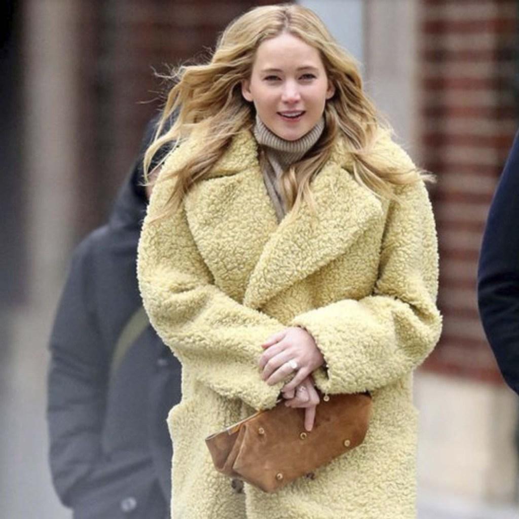 Jennifer Lawrence sigue usando esta tendencia cozy de invierno
