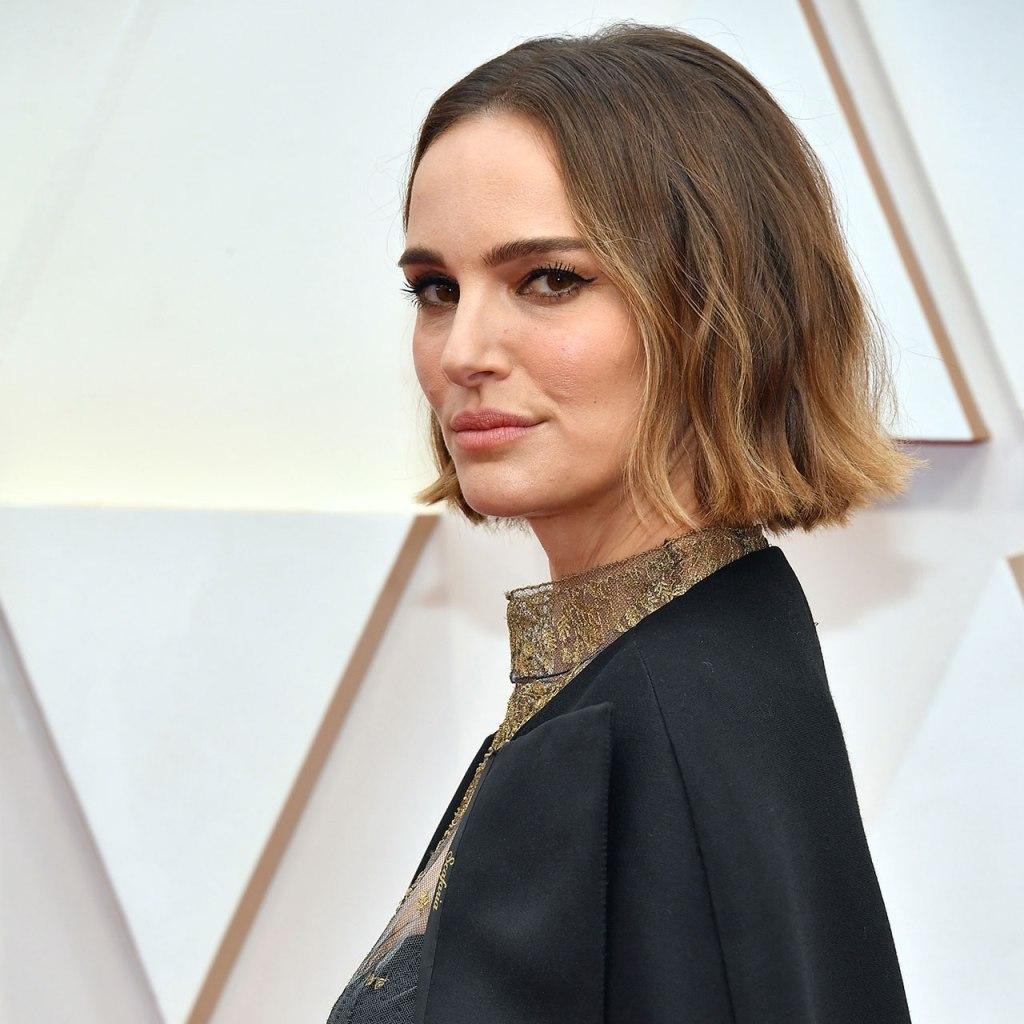 Natalie Portman bordó en su capa los nombres de las directoras que no fueron nominadas
