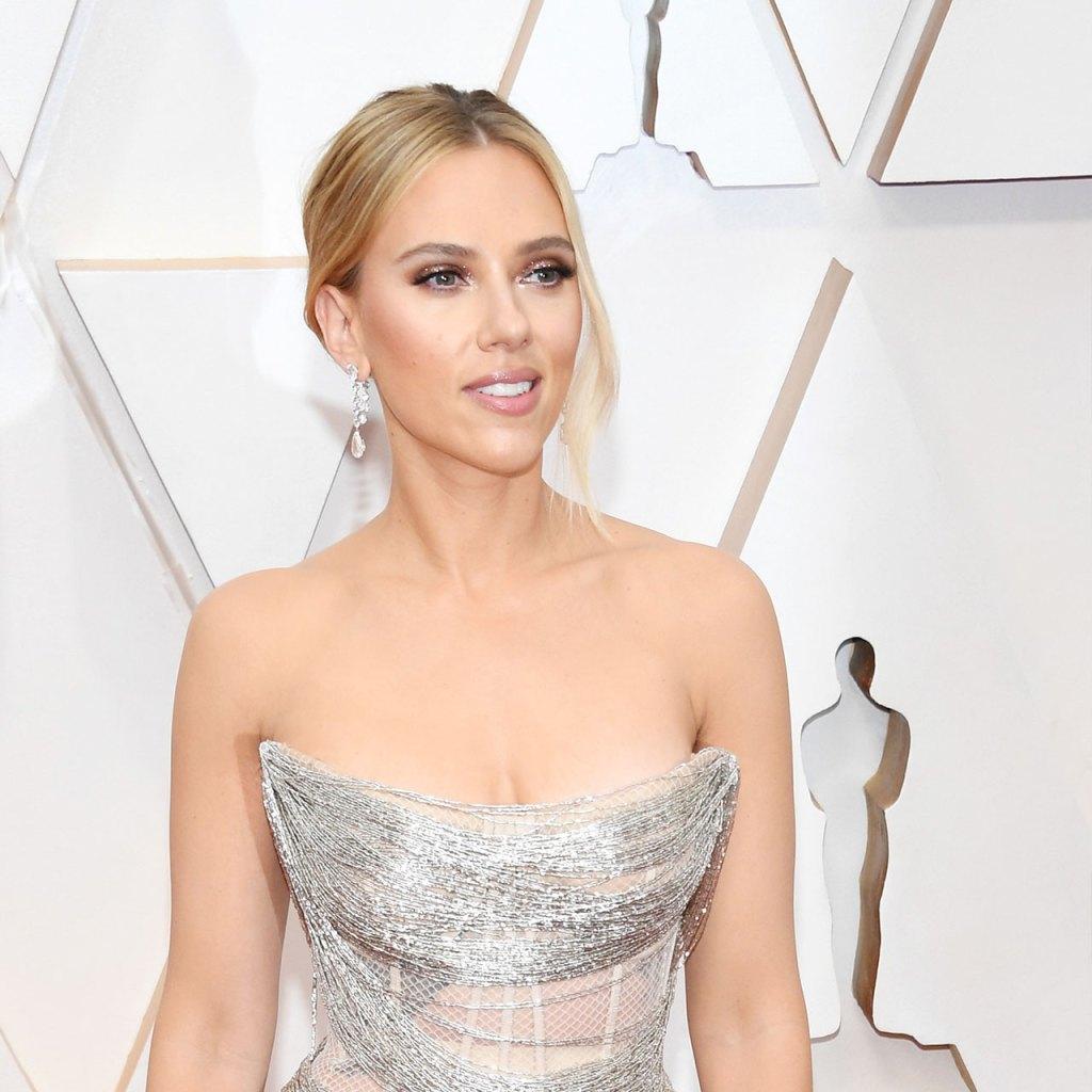 Scarlett Johansson usó estos aretes de diamantes de $2.1 millones durante los Oscar