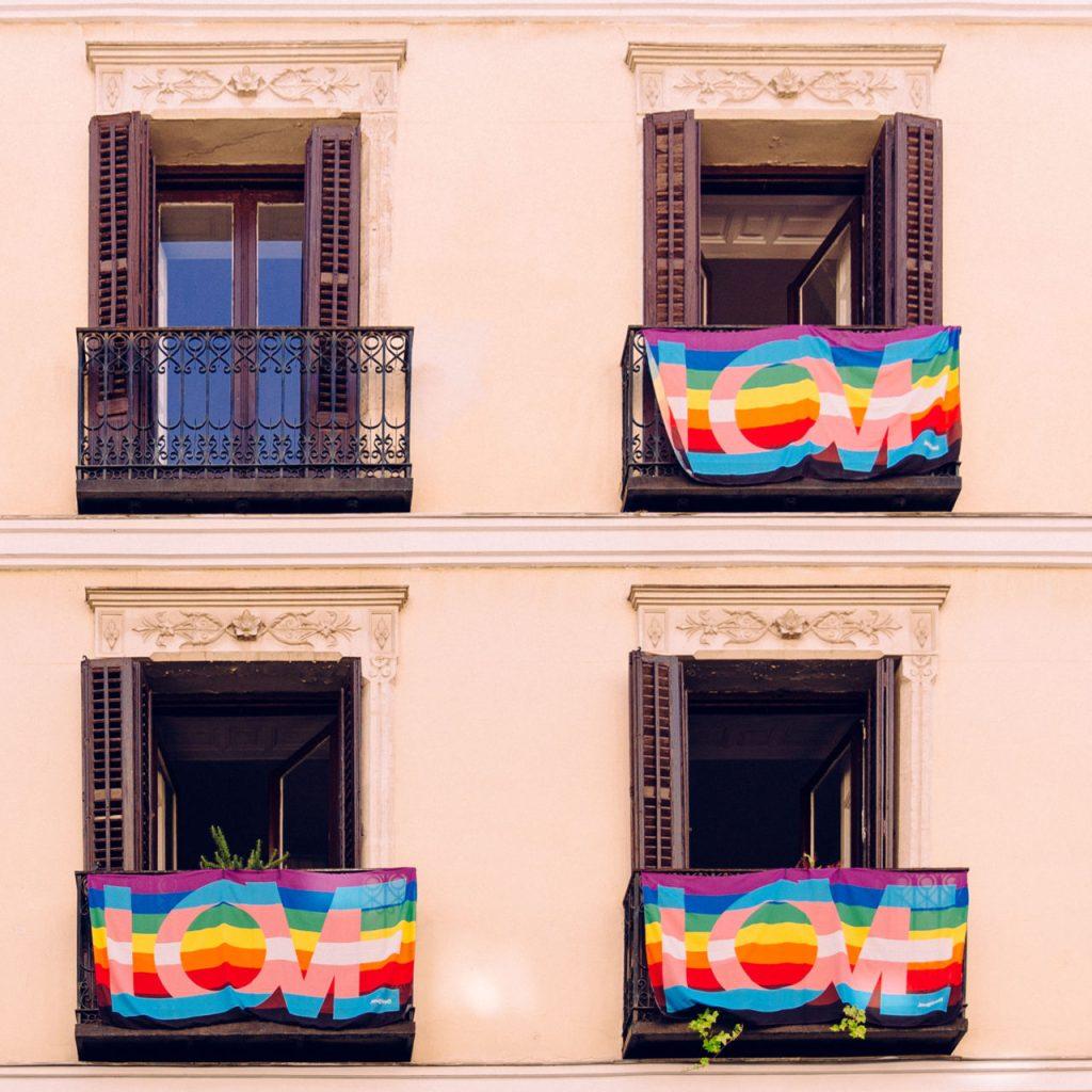 Desigual te invita a celebrar Pride Day desde casa