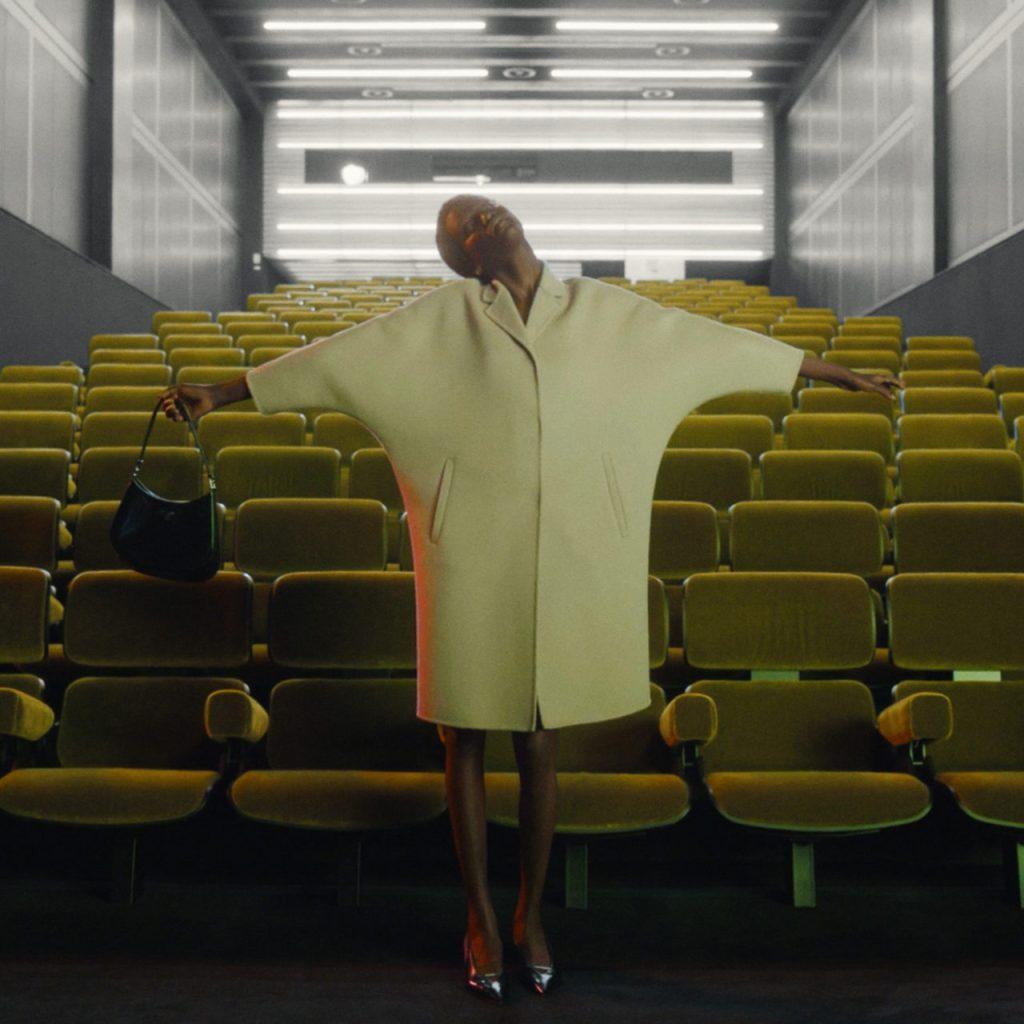 El futuro de la moda: Prada nos enseña cómo se presenta una colección en el 2020