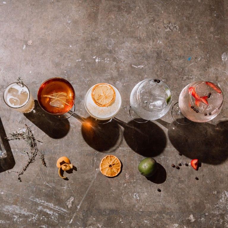 Razones por las que el gin es la bebida perfecta para el verano
