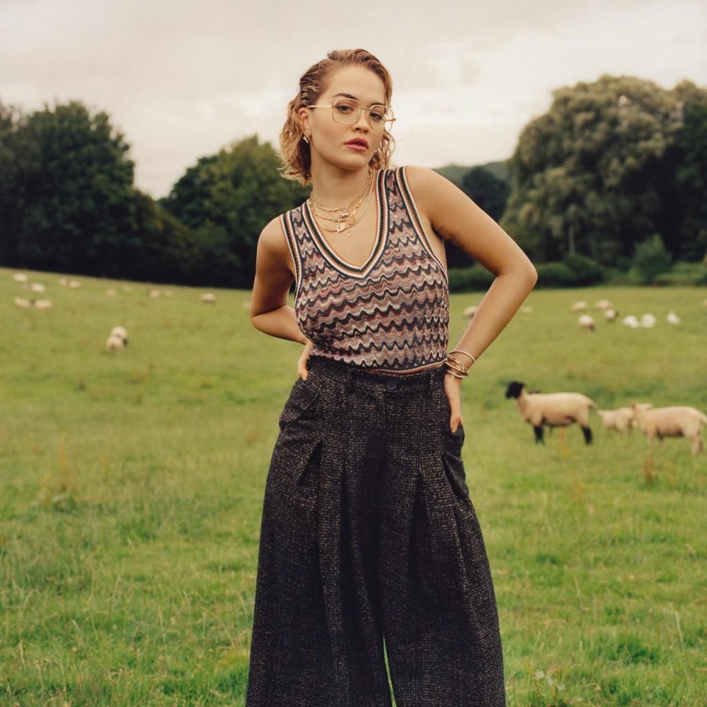 Rita Ora nos abre las puertas de su casa y llega a nuestra portada de agosto