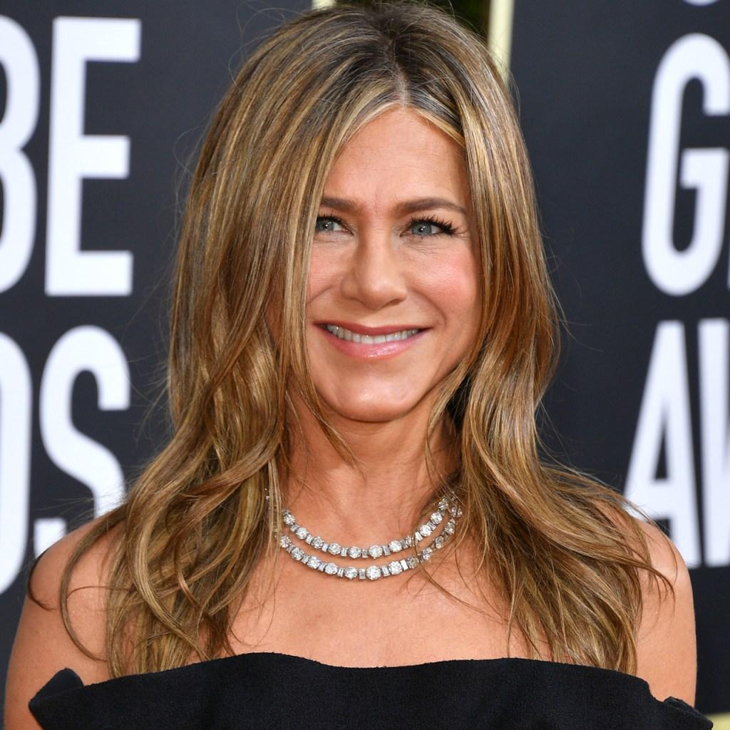Jennifer Aniston en pijama y tomando champaña, somos todos viendo los Emmy