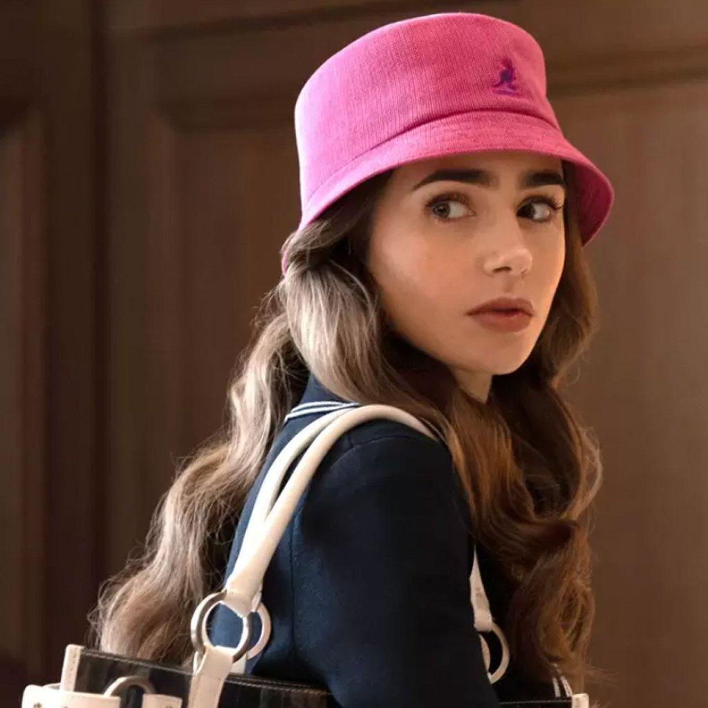 Los sombreros están de vuelta y todo gracias a Emily in Paris