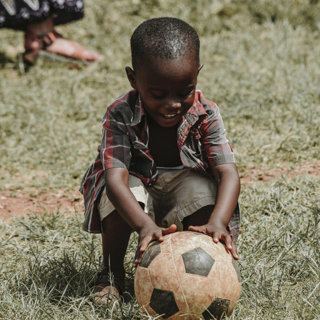 Clarins y Feed se unen para acabar con el hambre de millones de niños