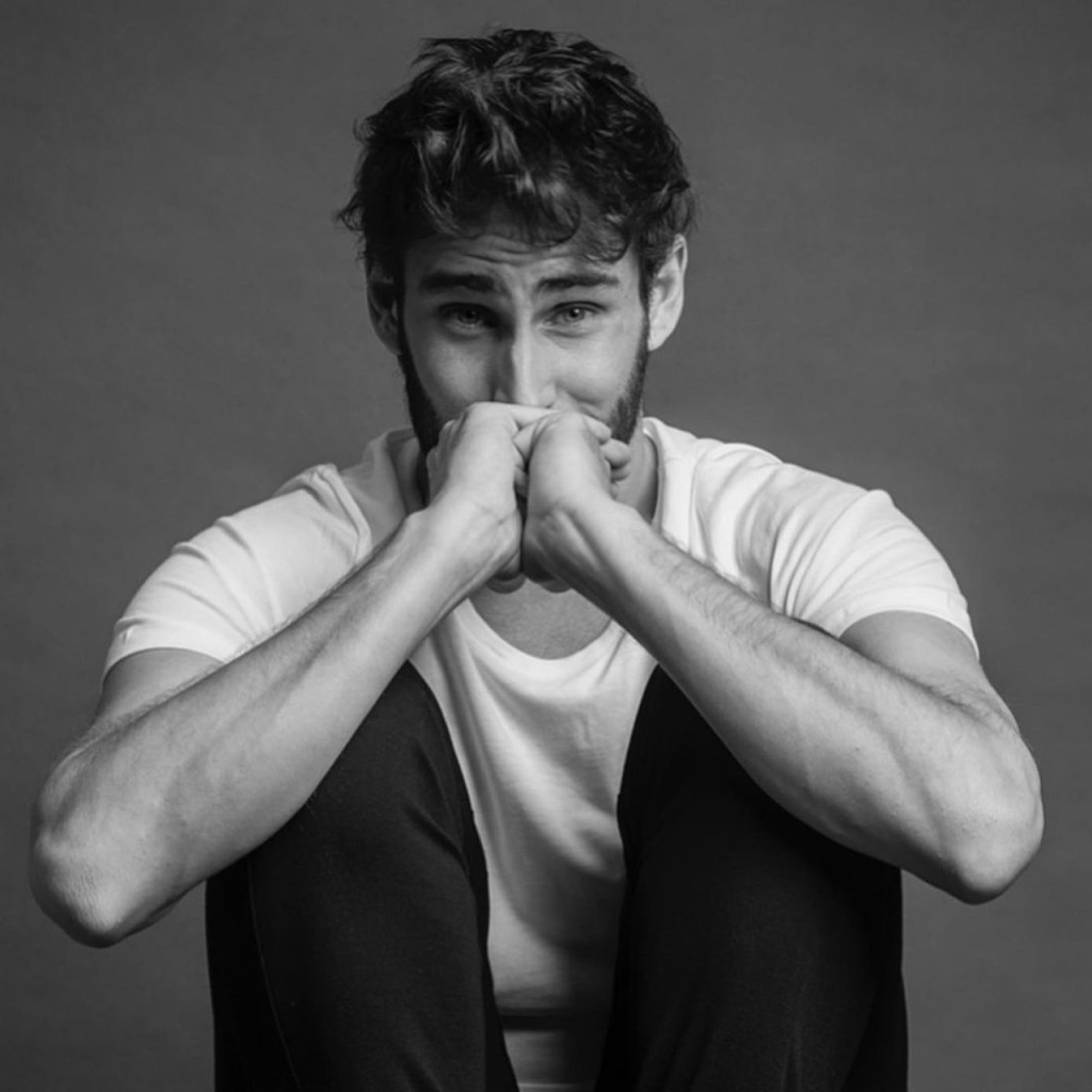 'Suave' es la canción favorita de Fernando Guallar de 'Luis Miguel: La serie y así lo contó a InStyle México