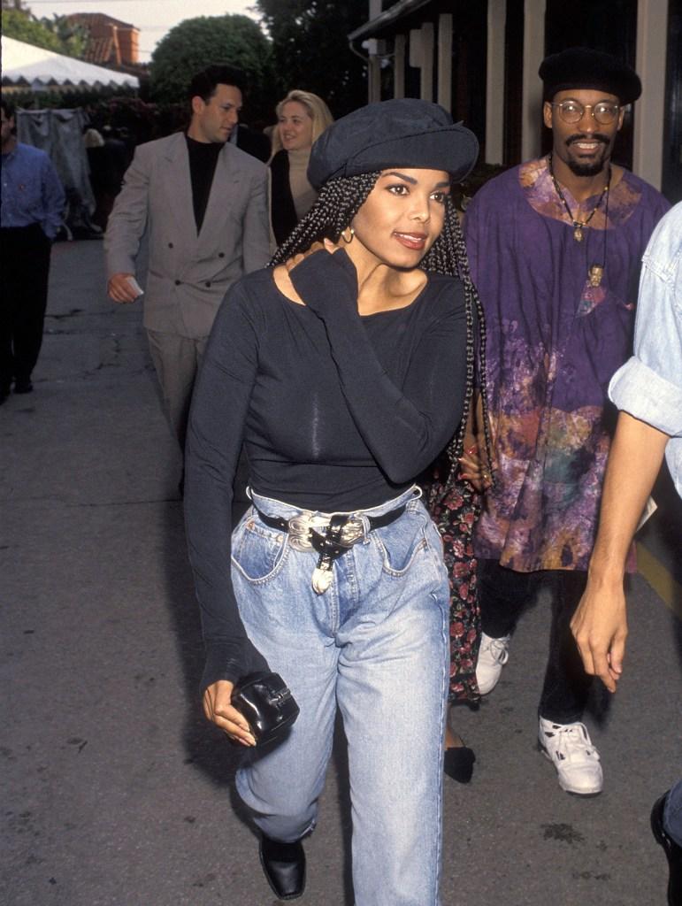 celebridades usando jeans de los 90