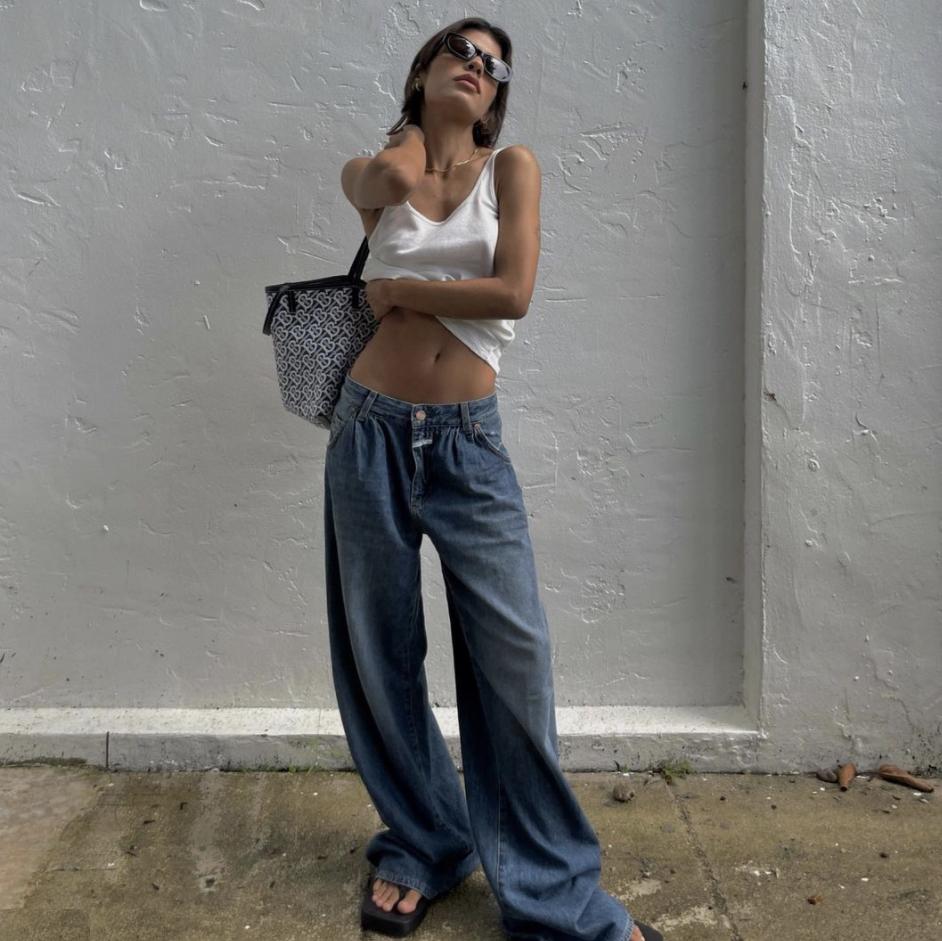 10 looks con jeans de los 90 para que te inspires en tu próximo outfit