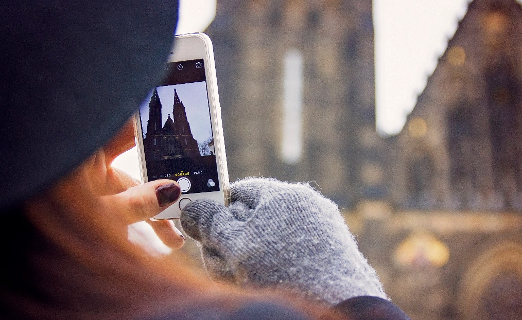 5 Ways to Use your Phone Internationally (Without Paying for It Later!)