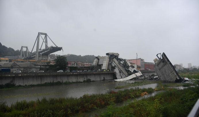 Reportan 35 muertos y decenas de atrapados tras caída de puente en Italia