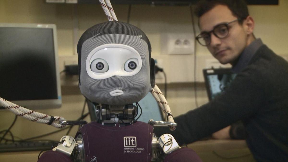 Operan robots humanoides a distancia